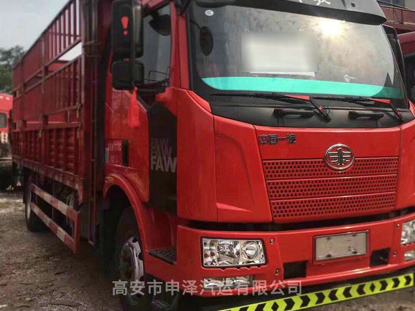 国四车,6.8米货箱180动力六缸发动机